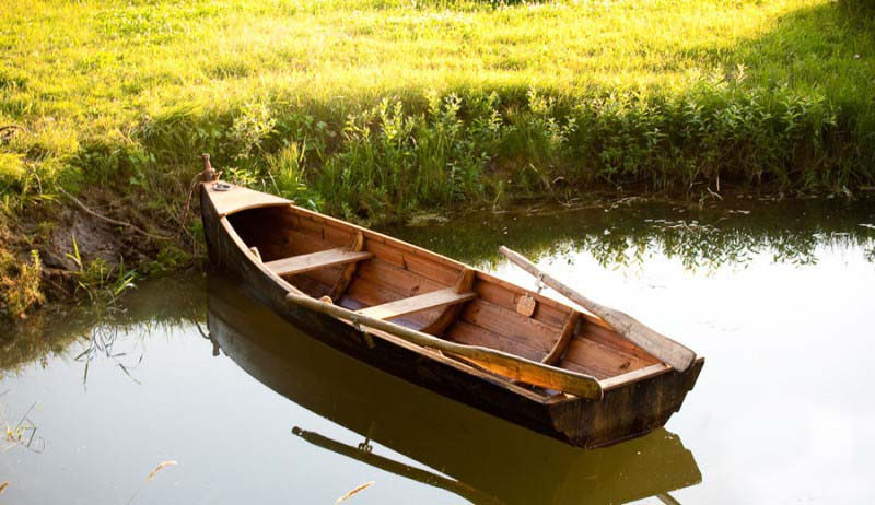 photos des barques en bois. Black Bedroom Furniture Sets. Home Design Ideas